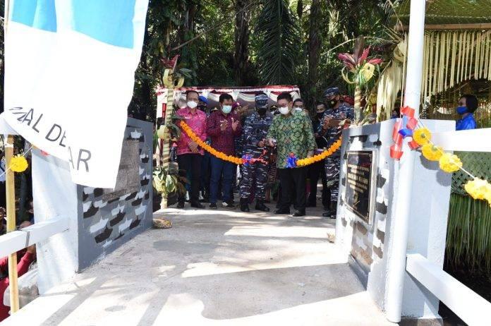 TNI AL Bantu Bangun Jembatan Desa Subaya