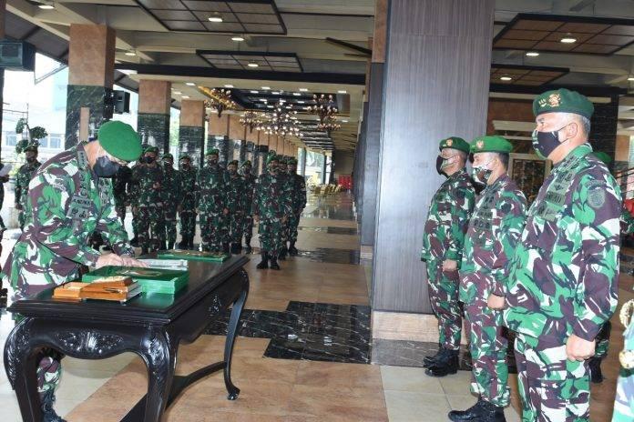 KSAD Pimpin Sertijab Pangkostrad dan 5 Pati TNI AD
